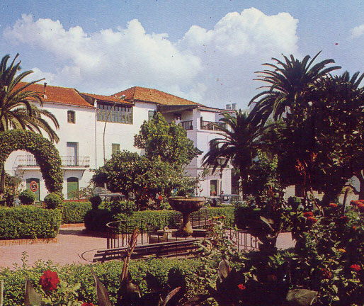 Casa Robledano y plaza, color